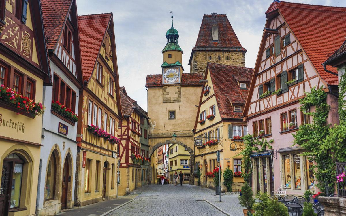 Romantic Castle Road